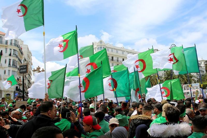 شعب الجزائر في جهنم حمراء